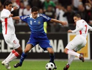 Foot : France-Tunisie - Match amical - Stade de France - 14.10.2008 - Ben Arfa entre Darragi et Ben Saada